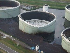 Crude oil tank failure cause by corrosion